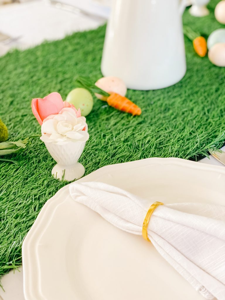 Lace Trimmed Linen Napkins with a Gold Napkin Ring