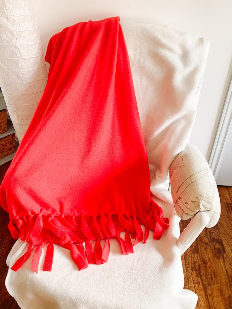 Easy DIY No Sew Fleece Blanket